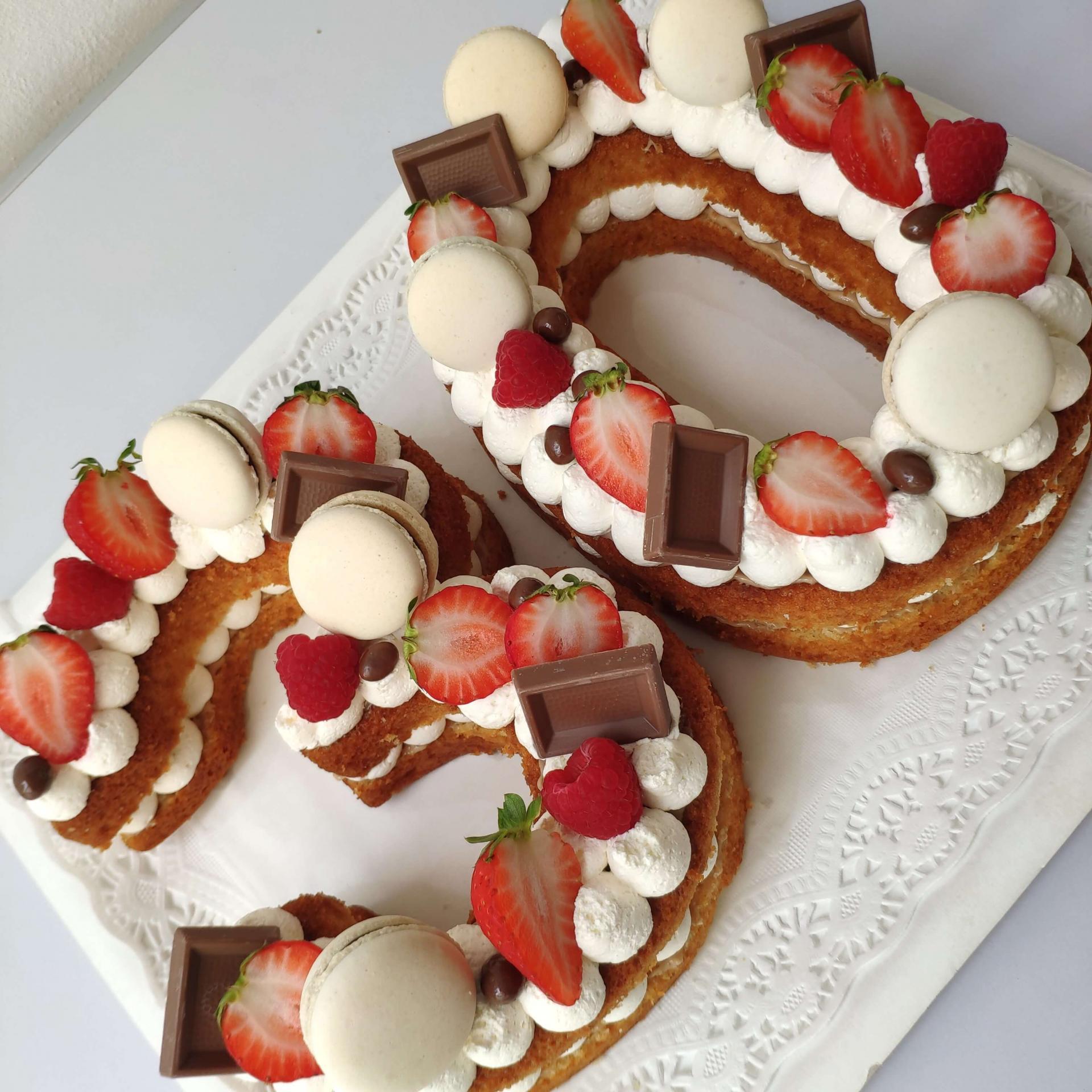 Bee Cakes 7