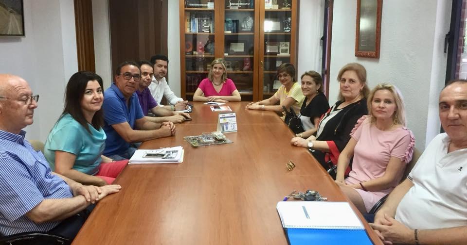 Reunión con la alcaldesa Esther Clavero y Concepción Orenes