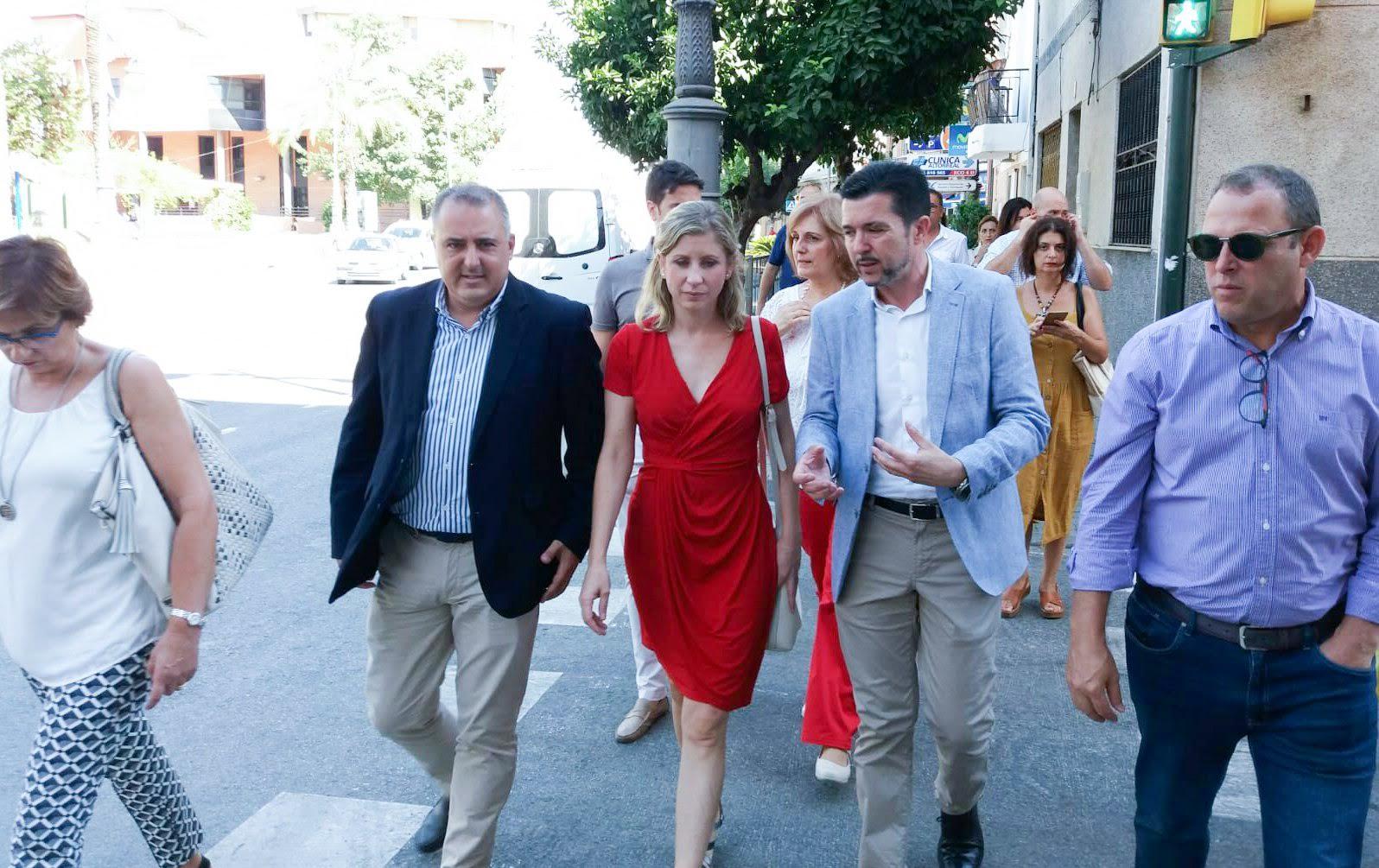Paseo por las calles de Molina con la alcaldesa y el Director de Comercio